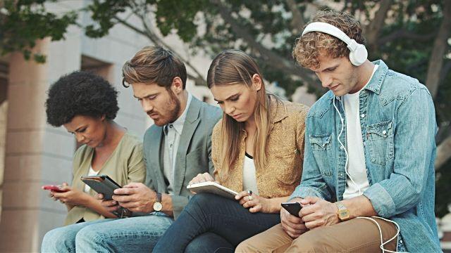 Telefon komórkowy lub tablet